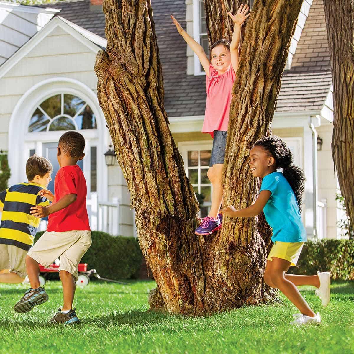 Kids-play-at-garden