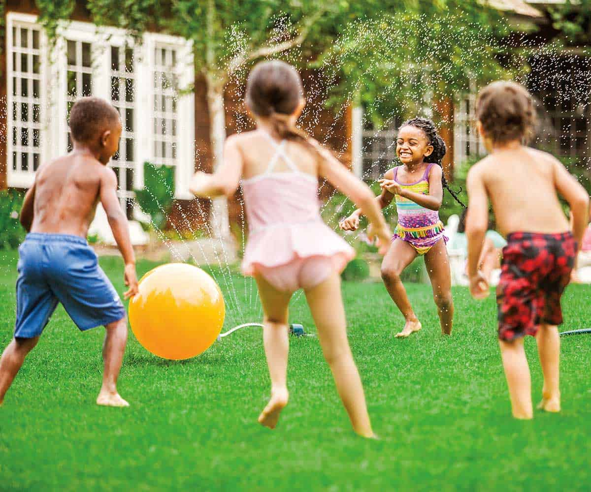 Kids-play-at-lawn